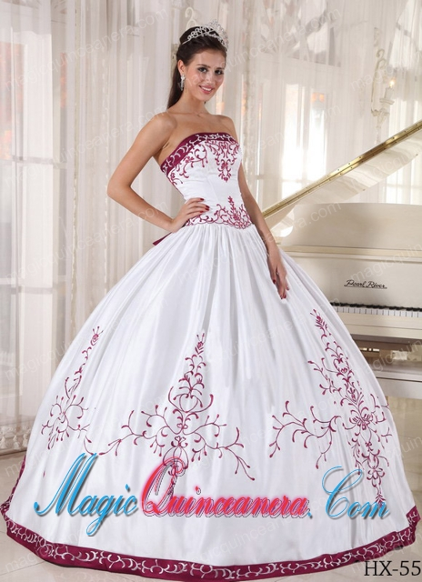 Simple Strapless Embroidery Quinceanera Dress in White and Wine Red