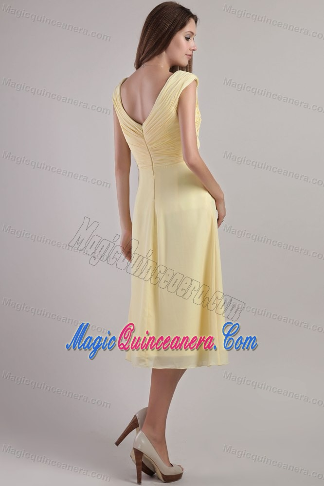 Ruched Light Yellow V-neck Chiffon Tea Length Dresses for Damas