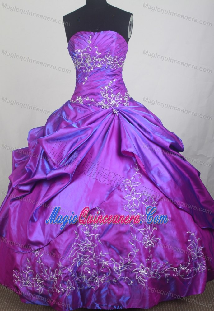 Quinceanera Dress in Purple Made in Taffeta and Silver Appliques ...