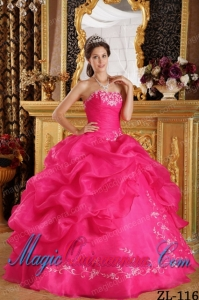 Cheap Strapless Coral Red Ball Gown Organza Quinceanera Dress with Embroidery