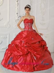 Ball Gown Sweetheart Taffeta Fashion Quinceanera Dress with Appliques in Red