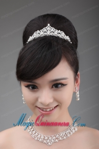 Fashionable and Artistic Alloy and Pearl Necklace and Tiara