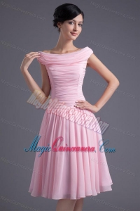 A-line Pink Off the Shoulder Chiffon Knee-length Ruching Dresses for Dama