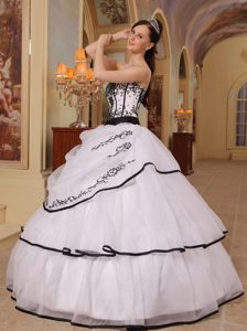 Strapless Appliqued Organza Dresses for A Quince in White Black