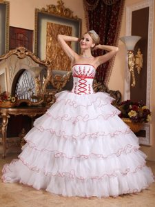 Brush Train White Sweet Sixteen Dresses with Red Appliques Frills