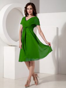 Romantic Green Short Sleeves Ruching Knee Length Mother of Bride Dresses