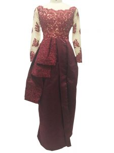 Taffeta Scalloped Long Sleeves Zipper Lace and Appliques Mother of Groom Dress in Burgundy