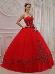 Sweetheart Ball Gown Red Sweet 15 Dress with Black Appliques