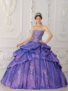 Modest Strapless Floor-length Embroidery Dresses for Quince