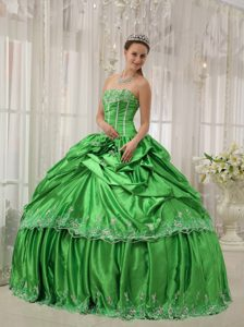 Spring Green Beaded Taffeta Quinceanera Dresses with Lace Hem