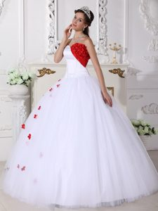 White Tulle Quinceanera Dress with Red Flowers in Carrickfergus