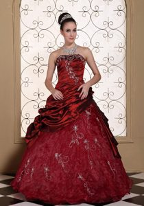 Embroidery and Pick ups Accent Quinceanera Dresses in Wine Red