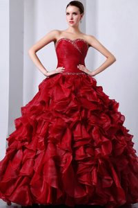 Sweetheart Wine Red Organza Quinceanea Dress with Beading and Ruffles