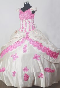 Off The Shoulder Style Little Girl Pageant Dress with Pink Appliques