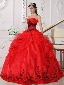 Red and Black Strapless Organza Sweet 16 Dresses with Appliques