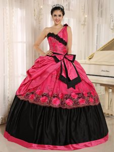 Coral Red and Black One Shoulder Quinceanera Gowns with Bowknot