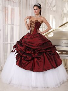Burgundy and White Sweetheart Sweet 16 Dresses Appliques Pick ups