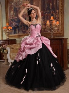 Rose Pink and Black Sweetheart Quinceanera Gown Dresses Appliques