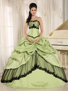 Black and Yellow Green Quinces Dresses Pick ups in Brasilia Brazil