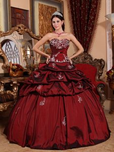 Hot Sale Pick Ups Appliqued Wine Red Dresses for Sweet 15