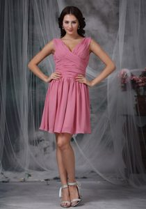 Roes Pink V-neck Mini-length Chiffon Quinceanera Dama Dresses