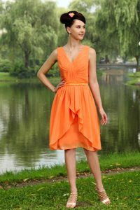 Orange V-neck Chiffon Dama Dress for Quinceaneras of Knee Length