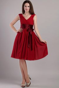 Sash Accent V-neck Chiffon Dama Quinceanera Dresses in Wine Red