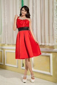 Ruched Red One Shoulder Dama Dresses for Quinceanera with Sash