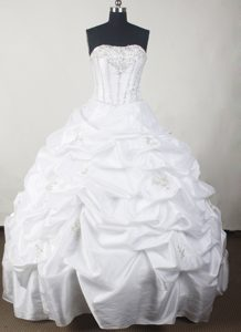 Pick-ups White Beaded Quinceanera Gown Dresses wit Brush Train