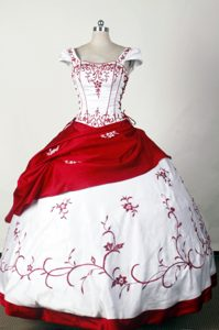 Square Embroidery White and Red Detachable Quinceanera Dresses
