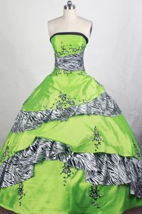 Strapless Zebra and Appliques Green Quinceanera Gowns Dresses