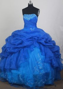 Royal Blue Beading Strapless Embroidery Dresses For a Quince