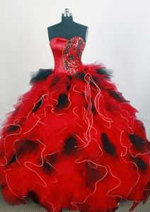 Red and Black Ruffled Sweetheart Appliques Beaded Sweet 15 Dresses