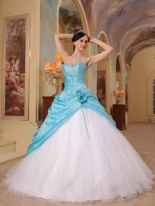 Appliqued A-line Blue and White Quinceanera Gowns with Flowers