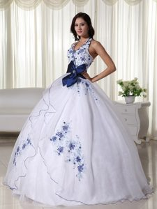 White Organza Halter Dresses for A Quince with Blue Appliques Bow