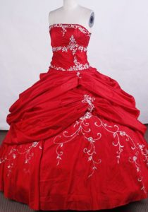 Beading Embroidery Strapless Floor-length Red Quinceanera Dresses