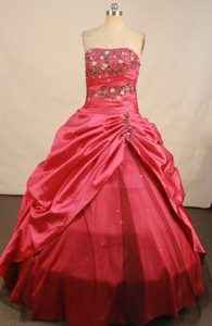 2013 A-line Red Strapless Embroidery Taffeta Quinceanera Gown Dresses
