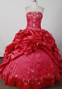 Ruche and Pick-ups Beading Floor-length Quinceanera Dress in Red