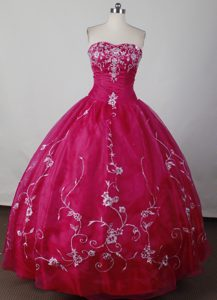 Magenta Cheap Strapless Appliques Taffeta Dresses For a Quinceanera