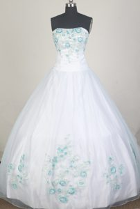 White 2013 Quinceanera Dress Decorated with Blue Beading Pattern