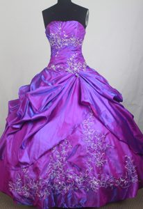 Quinceanera Dress in Purple Made in Taffeta and Silver Appliques