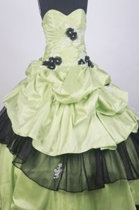 Yellow Green Quinceanera Dress Decorated Black Handle Flowers