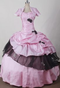 Pink Sweet Sixteen Dresses Decorated Black Flowers and Ruffles
