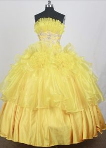 Pleating Layers and White Appliques Quinceanera Dresses in Yellow