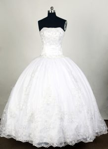 Modest 2014 White Sweet 16 Dress with Exquisite Appliques