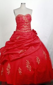 Hand Flower Decorate 2013 Red Quinceanera Gown with Gold Appliques