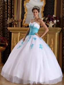 Blue Appliques Accent Sweetheart White Sweet 15 Dresses Organza