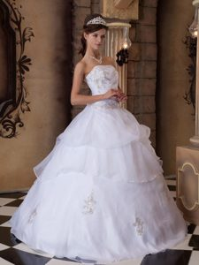 White Organza Strapless Floor Length Sweet 15 Dresses Appliques