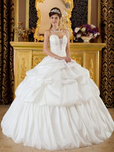 Mexico City Beaded White Taffeta Quinceanera Dresses with Pick ups