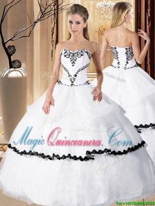 Captivating White Quinceanera Gown Military Ball and Sweet 16 and Quinceanera and Beach and For with Beading and Embroidery Sweetheart Sleeveless Lace Up